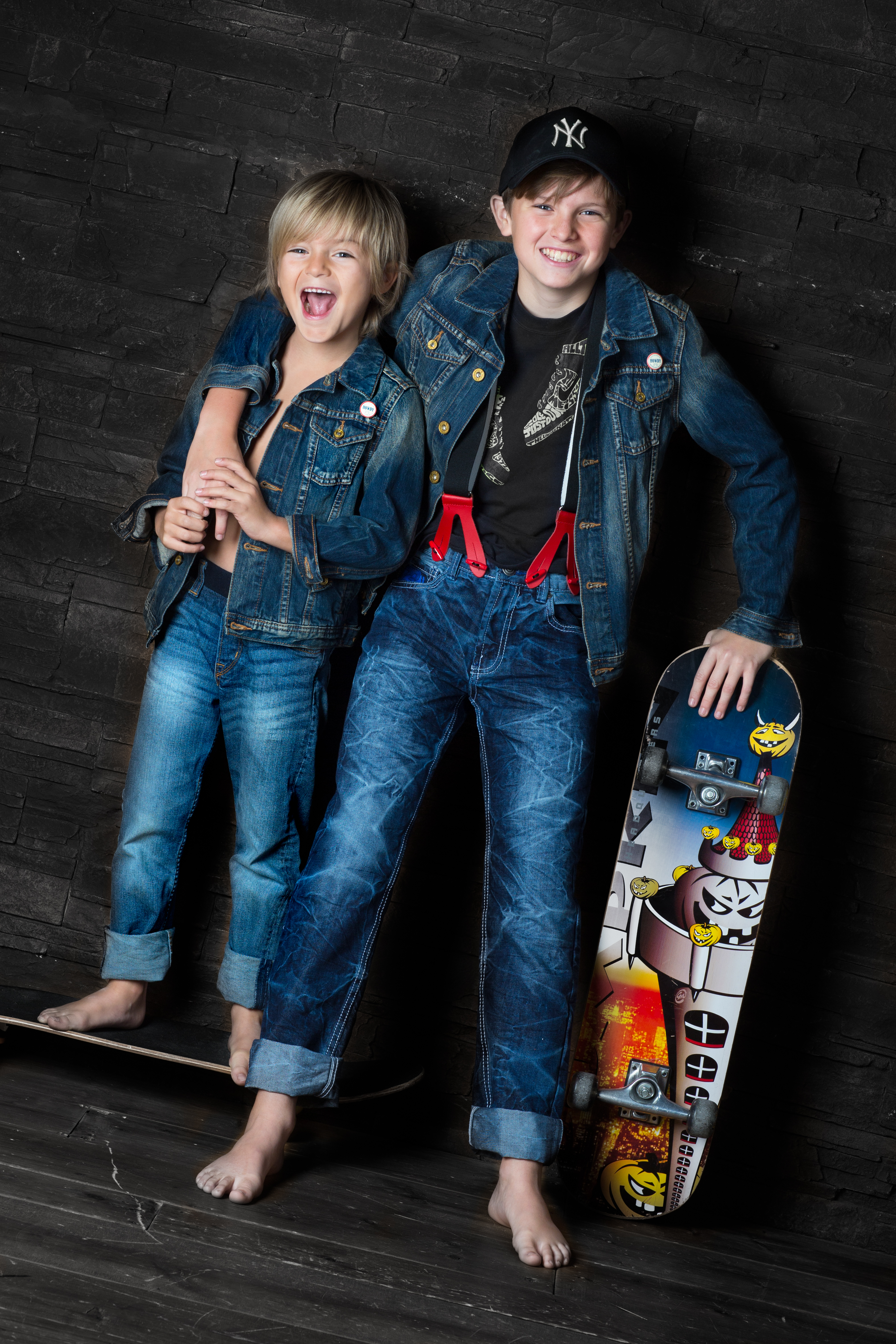 Jungen in Jeans